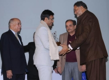 Amit Lodha IPS receiving the award from Ram Bilas Sharma, Minister for Education, Haryana