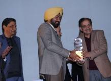 Mandeep Singh Randhawa IPS receiving the Award from Ch. Birender Singh