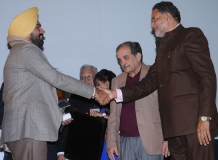 Mandeep Singh Randhawa IPS receiving the Award from Ram Bilas Sharama Education Minister Haryana